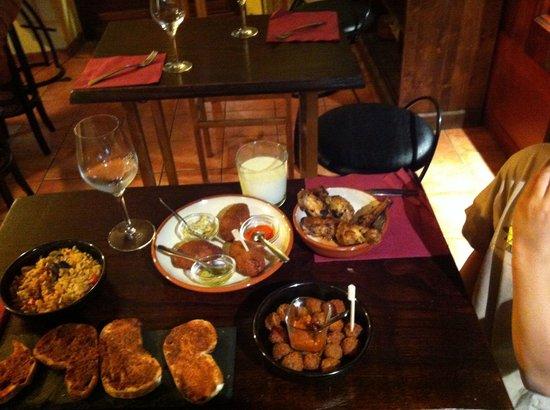 Casa Gala: Lovely Tapas - romantic, delicious, sweet, cozy Jazz, precious! Try that! And: all bio / ecologi