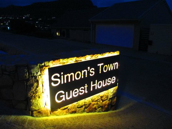 Simonstown Guest House: At night