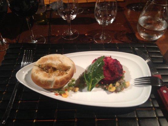 Restaurante La Vid: Carneiro ensopado dentro da crosta de massa