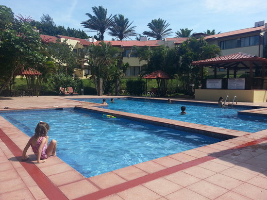 Country Inn & Suites By Carlson, San Jose Aeropuerto, Costa Rica: At the pool