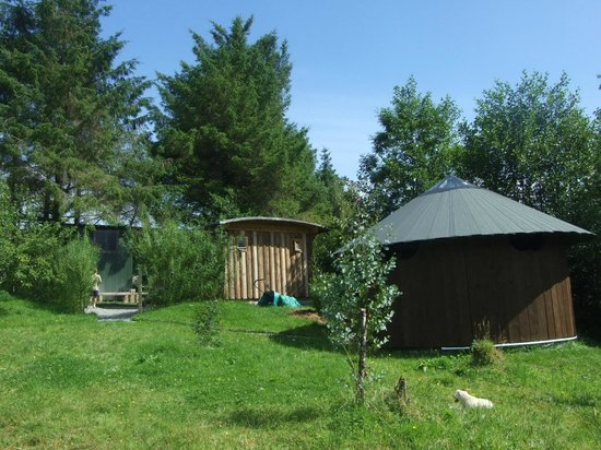 Ireland Glamping - Pink Apple Orchard : The Communal Area