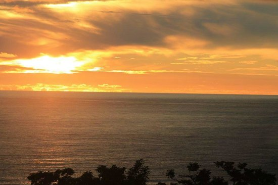 Tulemar Resort: Sunsets were glorious