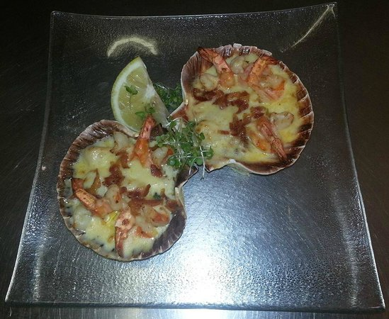 The Bayview Bar : Scallops & Prawns served in a Scallop Shell With Wilted Spinach, Crispy Bacon, White Wine Sauce