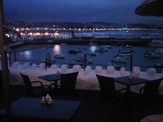 TJ's Restaurant: View over the harbour...