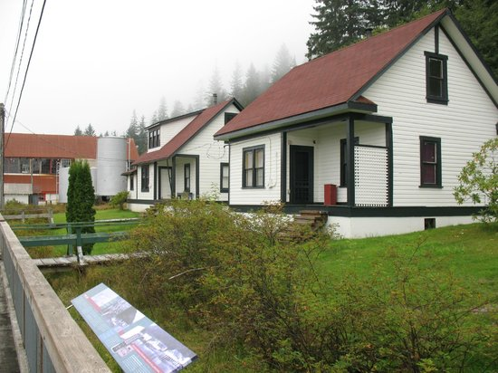 North Pacific Cannery Museum: Management houses