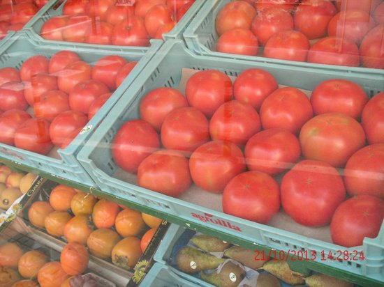 Hotel Caribbean Bay: Huge Tomatoes in the local shop