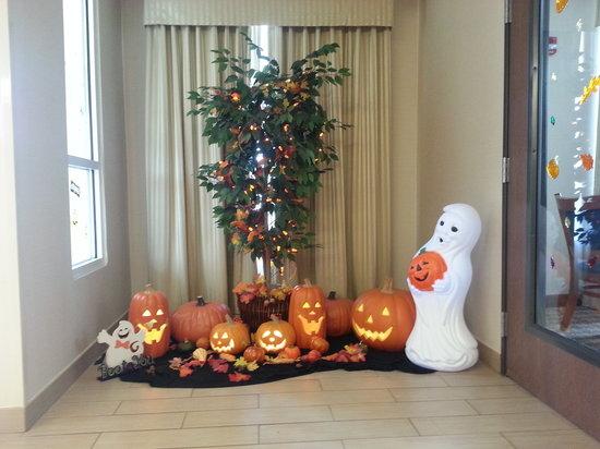 Comfort Inn Marion : fall decorations