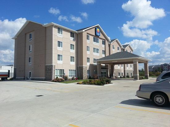 Comfort Inn Marion: fall color
