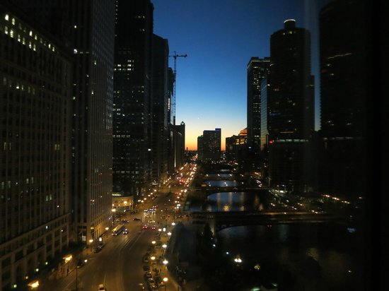Wyndham Grand Chicago Riverfront: View looking west