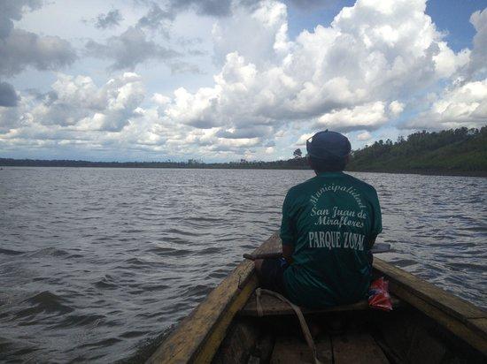 Libertad Jungle Lodge: Con Manuel Andrés navegando