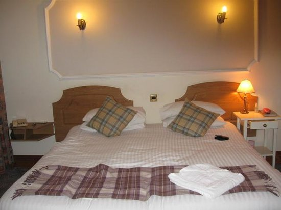 Duke of Gordon Hotel: Large Beds Spotllessly Clean