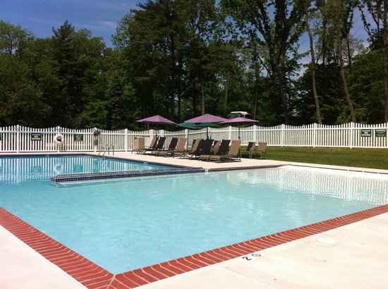 Country Acres Campground: Pool with walk-in end