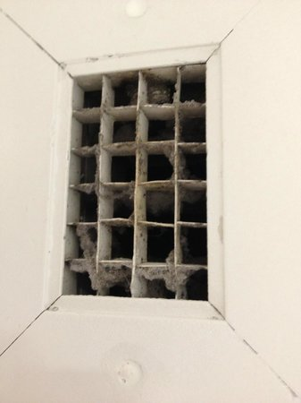 Holiday Inn Express Hotel & Suites Stamford : Air vents that have not been cleaned in a very long time