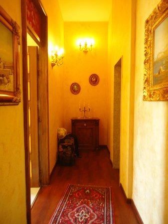 La Dolce Vita - Luxury House: Ingresso della suite