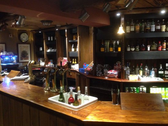 The March Hare: Empty Bar - No staff and no service!