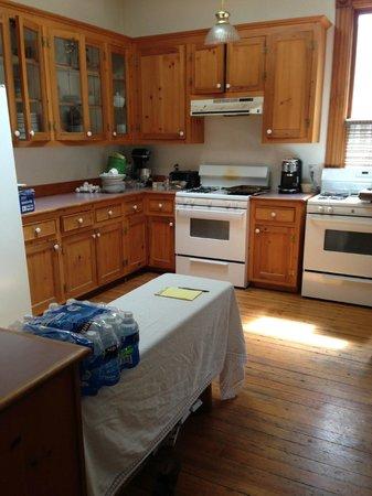 Pelton Guest House: Kitchen