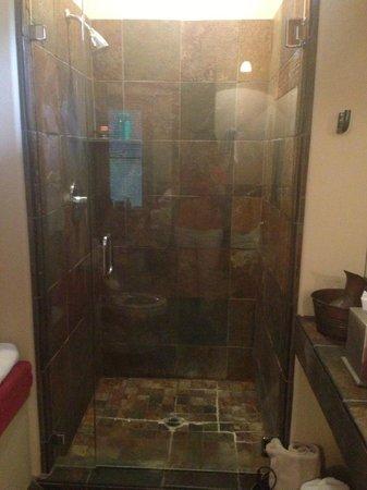 Pelton Guest House: Bathroom