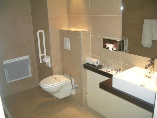 Kyriad Prestige Strasbourg Nord - Schiltigheim: Bathroom