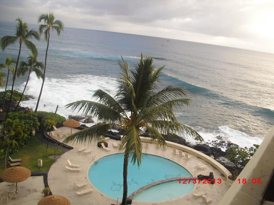 Royal Kona Resort: view of the pool from room