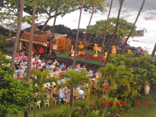 Royal Kona Resort: luau from balcony