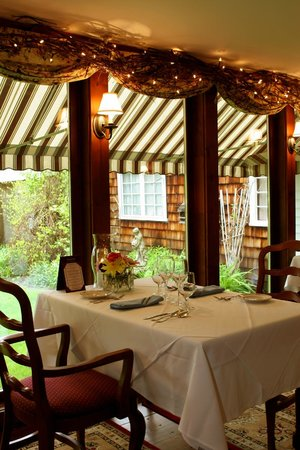 Colby Hill Inn: The Dining Room overlooking the gardens
