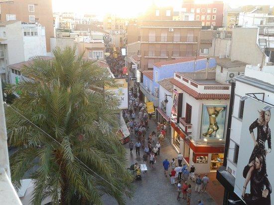 Estudios Benidorm : the street below