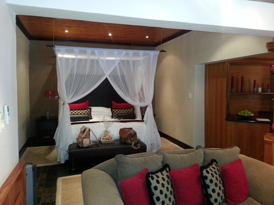 Woodall Country House and Spa: The Bedroom