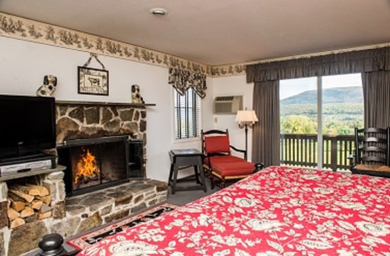 Manchester View: King Deluxe with Wood Fireplace