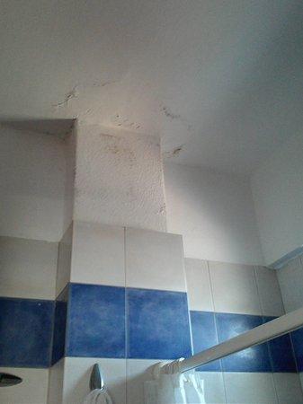Perea Hotel Thessaloniki: how bathroom is...