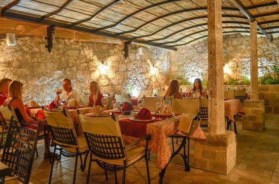 Hotel-Restaurant Mimbelli : Restaurant Mimbelli Atmosphere