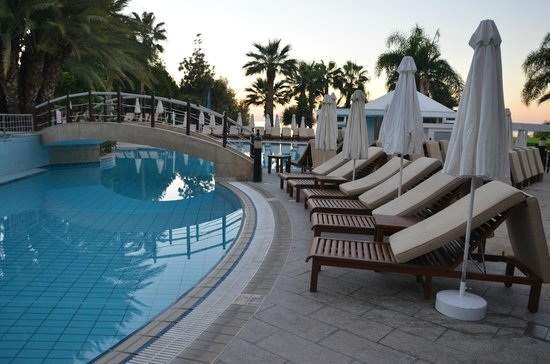 Mediterranean Beach Hotel : Pool