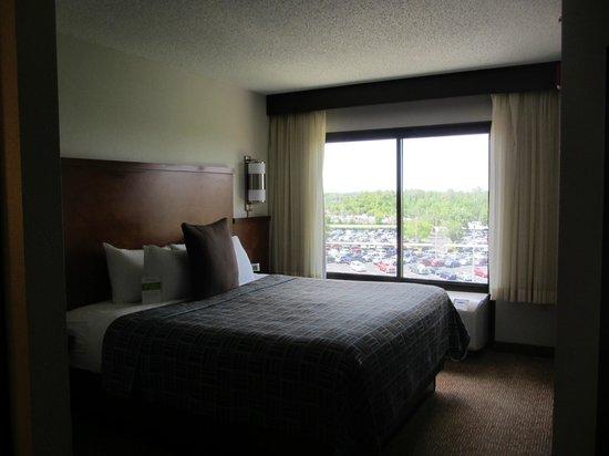 Hyatt Place Orlando Airport: bed
