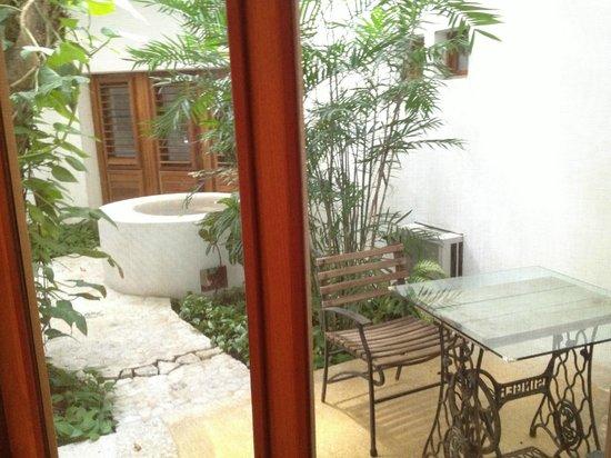 Mi Casa en Cozumel: Mango courtyard - Mi Casa Cozumel