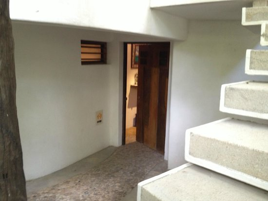 Mi Casa en Cozumel : Steps down to Mango room - Mi Casa Cozumel