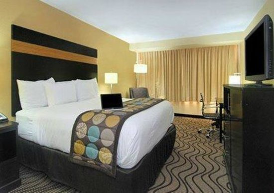 king bedroom 2 picture of clarion hotel airport conference rh tripadvisor com