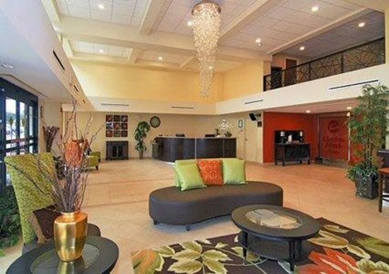 Clarion Hotel Airport & Conference Center: Hotel Lobby (Overview)