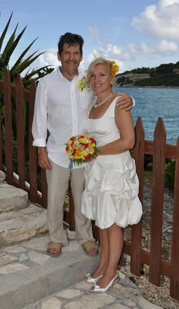 Pineapple Beach Club Antigua: The steps up to Hilltop gazebo