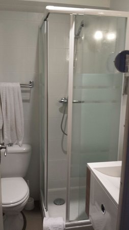 Hotel Eden : Salle bain