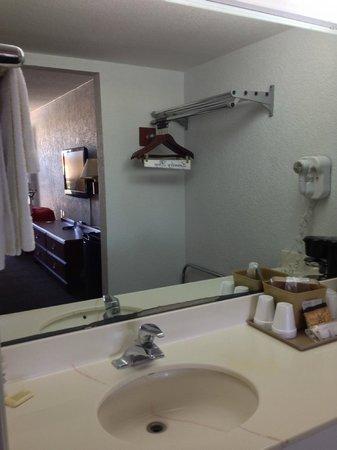 Regency Inn & Suites: BANHEIRO