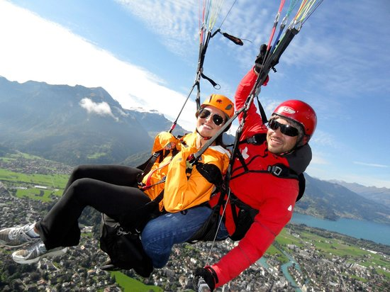 Swiss Paragliding: Interlaken by air!