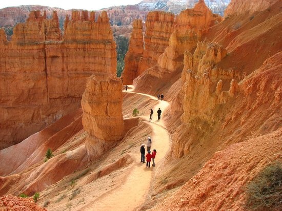 Savage Point Bed & Breakfast: Bryce Canyon has many trails...