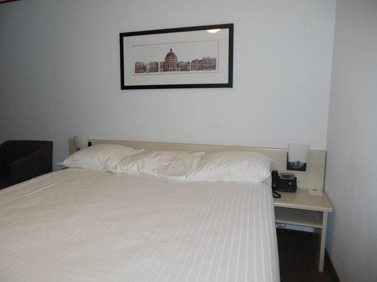 Singel Hotel Amsterdam : 1階の運河に面した部屋