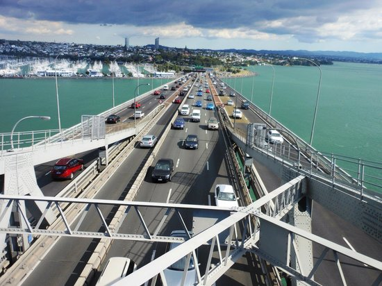 Puente del puerto de Auckland: Bridge walk - City of sail