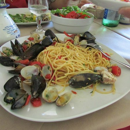 Trattoria Il Solitario: a late lunch at Il Solitario's spaghetti with clams and mussels