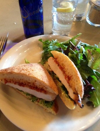 Le Perche: Grilled chicken sandwich