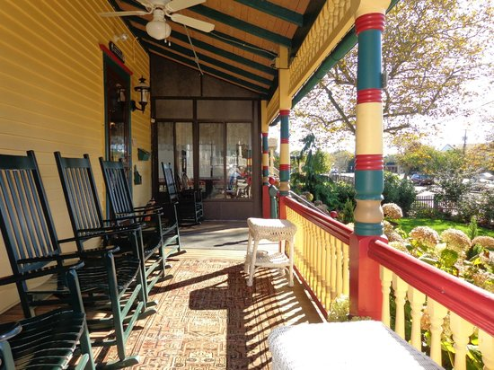 Albert Stevens Inn : The front porch.