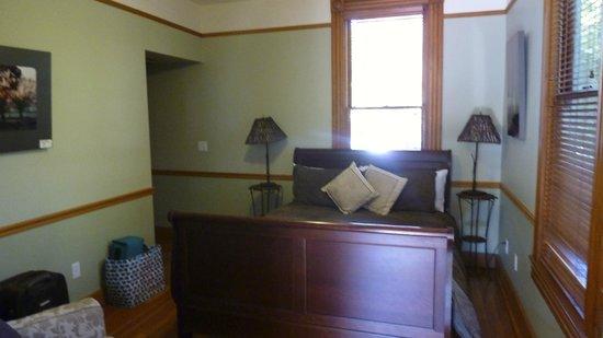 Pelton Guest House : bedroom in woood room