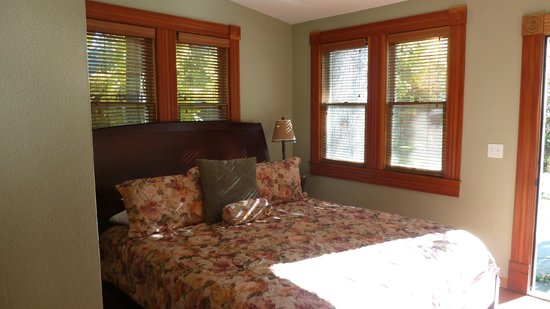 """Pelton Guest House: 2nd bedroom in the """"wood"""" room at PH"""