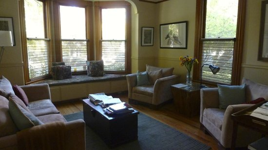 Pelton Guest House : sitting area at PH