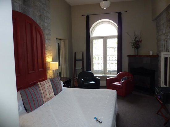 Frontenac Club Inn: Stone Room